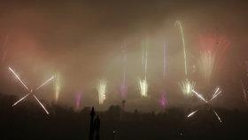 Lidé z novoročního ohňostroje odešli zklamaní: Za mlhou nebyl vidět