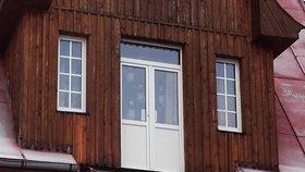 Neštěstí v Železné Rudě: Se čtyřmi lidmi se tu zřítil balkon