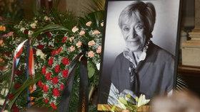 Nedůstojné poslední rozloučení s Lubou Skořepovou (†93): Rakev ležela na chodbě!