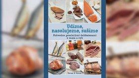Recenze: Uzenou slaninu připravíte i doma v lepenkové krabici, nevěříte?