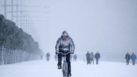 """V noci napadne dalších 12 cm sněhu. Příští týden zima """"zaútočí"""" s -13 °C"""