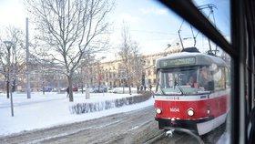 Nákladní auto poničilo troleje v Brně: Čtyři linky tramvají musely nahradit autobusy