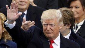 """Trump začal s """"děsivými změnami"""": Hned po jmenování stopnul Obamovu reformu"""