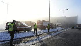 Požár v průmyslové zóně na Mostecku: Oheň polykal halu za halou