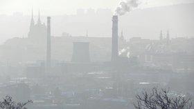 Česko trápí sněhové jazyky, mlhy i smog. Na Šumavě bylo –28 °C