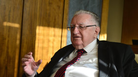 """Zemřel Zemanův přítel Čuba (†83). Ovčáček u chybějícího senátora zmínil """"velkou odvahou"""""""