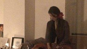 Šamanka léčí Pražany svým hlasem: Skřeky a mručení jako druh terapie?