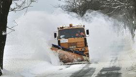Řidiče trápí ledovka: Způsobila nehody a zavřela silnice
