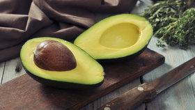 Jak vypěstovat avokádo z pecky: Dvě metody, které fungují
