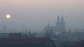 MHD zdarma při smogové situaci, zkrocení airbnb, návrat k družstevnímu bydlení. Jaké změny Praha plánuje?