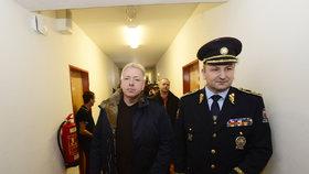 """""""Šťára"""" mezi zahraničními dělníky: Chovanec s Tuhým si posvítili na cizince"""