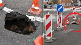 V centru Zlína se propadla silnice, patrně kvůli poškozené kanalizaci