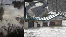 Město duchů pod přehradou v Kalifornii: Na 200 tisíc lidí muselo z domu, úřady prý selhaly