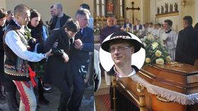 Nečekaná smrt krále folkloru (†42): Petrova manželka se na pohřbu zhroutila