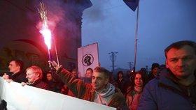 """Bělorusy rozlítila daň za """"příživnictví,"""" ve  městech vyšly do ulic tisíce lidí"""