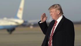 """Trump pobouřil sexuální menšiny i Mexičany: """"Řízl"""" do toalet a deportací"""