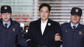 Miliardáře ze Samsungu chtějí za korupci poslat na 12 let do vězení