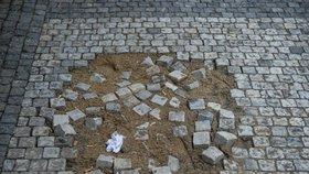 Na sídlišti v Ďáblicích opraví chodníky. Hotové budou v červenci