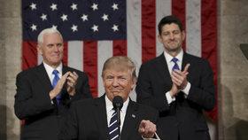 Brzy začnu stavět zeď, slíbil Trump Kongresu. A cupoval Obamovu zdravotní péči
