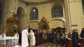 Popeleční středa v Praze: Kostel Nejsvětějšího Salvátora přilákal stovky lidí