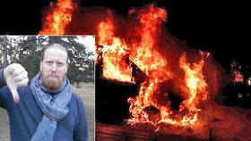 Bojovník proti finančním šmejdům Kalvoda: Bojím se, podpálili mi auto!