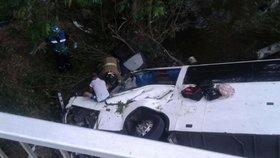 V Panamě boural autobus plný zemědělců. Nejméně 18 jich zemřelo