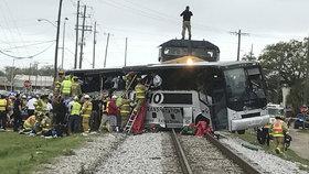 Srážka vlaku s autobusem v Mississippi: Nejméně čtyři mrtví, desítky zraněných