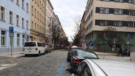 Praha 5 rozšíří parkovací zóny. Zamodrá se v Cibulkách, Košířích nebo na Farkáně