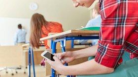 Ruské školy zatnou tipec podvodníkům: U maturit nasadí rušičky mobilů