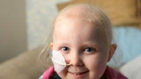 Z kašlíku se stala rakovina: Dívenka (4) bojuje s nádorem, který ji dusí