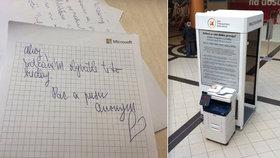 Zvláštní telefonní budka v Praze 9: Volat z ní nejde, k čemu slouží?