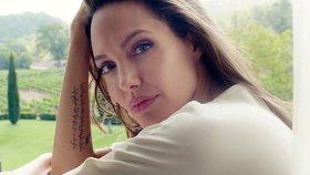 Angelina Jolie: Po rozchodu mi ochrnula půlka obličeje. Může se to stát i vám!