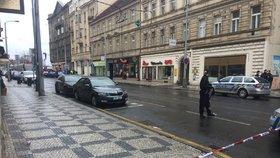 Na Andělu stála hodinu doprava: Pyrotechnik prověřoval podezřelé zavazadlo