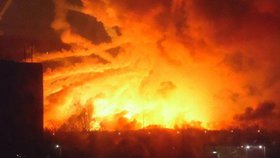 Výbuch na Ukrajině: Explodoval muniční sklad, evakuovali 10 tisíc lidí