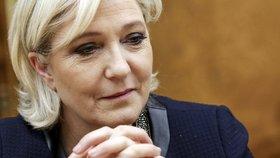 Dceru Le Penové přepadli a brutálně zbili. Se sestřenicí se vracela z večírku