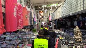 V tržnici Sapa je dusno: Finančák naběhl na kontrolu evidence tržeb