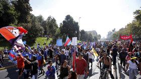 Bouře kvůli důchodům. Vláda bohatým dává a chudé ožebračuje, hřmí v Chile