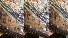 Hororový eskalátor: 45metrové schody změnily směr jízdy a zranily 17 lidí
