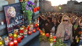 Ostrava pláče pro Věru Špinarovou (†65): Lidé se s ní přišli rozloučit na náměstí