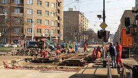 Komplikace na nábřeží: Tramvaje mezi Výtoní a Palackého náměstím deset dní nepojedou