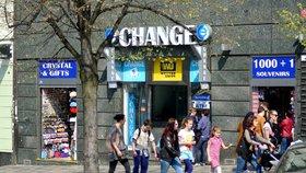 Směnárny v centru Prahy mají utrum! Tři provozovatelé přišli o licenci, porušovali zákon