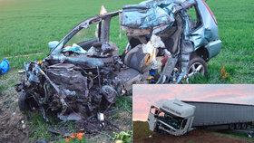 Fatální hromadná nehoda na Rakovnicku: Řidič nepřežil srážku s kamionem