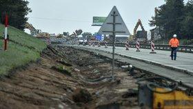 Dálnice D1 poblíž Humpolce se uzavřela. Začalo bourání nadjezdů