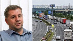 """Bendl potichu zachraňuje billboardy u silnic. """"Výplod lobbistů,"""" zuří poslanci"""