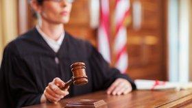 Nečekaná změna v českém soudnictví: Osoba blízká může být i dobrý přítel