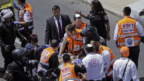 Mladou Britku ubodal v tramvaji Palestinec. Zranil i těhotnou