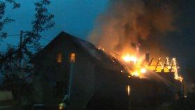 Rodinný dům v Podlažicích lehl popelem! Škoda je půl milionu korun