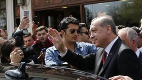 V Německu zakázali Erdoganovi některé bodyguardy. Jsou příliš brutální