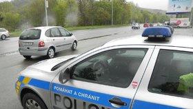 Němec s eurozatykačem ujížděl policistům přes hranice až k nám! Projel i zátaras!