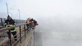 Hasiči zachránili sebevraha během náhodného cvičení: Chtěl skočit z Branického mostu